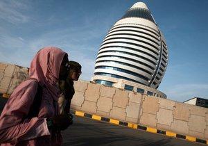 Úřady v Libyi chtějí nakázat ženám cestovat pouze v doprovodu
