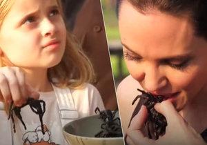Angelina Jolie smaží dětem škorpiony a tarantule!