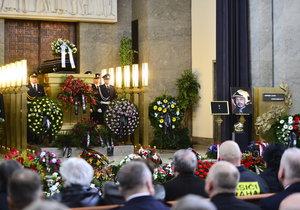 Pohřeb hasiče Honzy (†45): Připadáme si nesmrtelní, není to ale pravda, zaznělo ve smuteční řeči