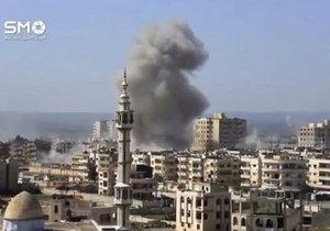 V den útoku teroristů zaútočila v Homsu vládní letadla na čtvrť ovládanou povstalci.