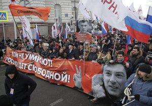 V centru Moskvy se sešlo 15 tisíc lidí, uctili památku zavražděného Němcova.