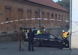 Auto v Jincích na Příbramsku vyletělo na chodník a zabilo holčičku (†2)