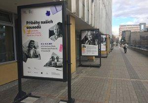 Děti v Praze 10 se učí historii aktivně. Sousedé jim vyprávějí své zážitky
