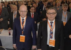 V Brně se koná 39. sjezd ČSSD. Mimo jiné rozhodne o osudu Bohuslava Sobotky jakožto předsedy strany. Na fotografii Bohuslav Sobotka a Lubomír Zaorálek.
