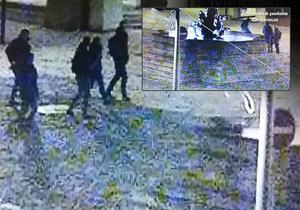 Mladíky v barokní kašně zachytila kamera olmouckého bezpečnostního systému.