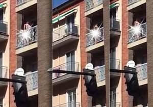 Tento španělský pár se rozhodně nestyděl. Sexu se věnoval na balkoně.
