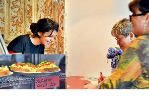 Kuchařky bez domova v centru rozjely byznys, prodávají veganské jídlo v novém bistru.
