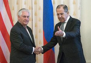 Americký ministr zahraničí jednal v Moskvě, ruské akcie se propadly.