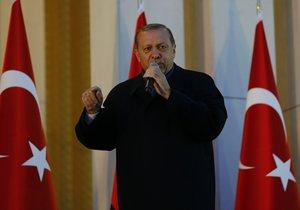 Komentář: Sultán Erdogan nastupuje, politicko korektní sen končí.