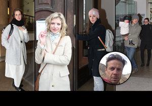 Na pohřeb režiséra Dolenského přišly známé tváře.