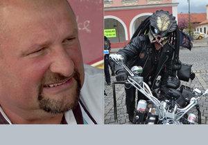 Erich Szymaniec (53), majitel motorestu Ušak a bývalý provozovatel pražské restaurace U Holubů, byl hvězdou letošního srazu motorkářů k zahájení sezony 2017.