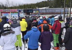 Na Klínovci se o víkendu lyžovalo o sto šest.