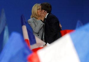 Budoucí první dáma Francie? Macron o 25 let starší učitelku odvedl od tří dětí
