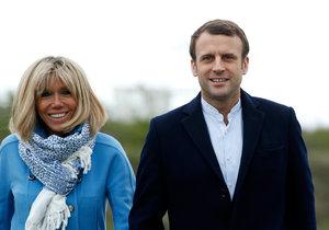 Emmanuel Macron s manželkou Brigitte Trogneuxovou.