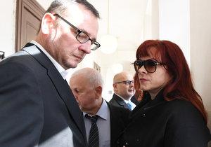 Obvodní soud pro Prahu 1 začne 24. dubna potřetí veřejně projednávat kauzu údajného zneužití Vojenského zpravodajství někdejší šéfkou kabinetu premiéra Petra Nečase (vlevo) Janou Nagyovou (vpravo, dnes Nečasovou). Obžalobě čelí vedle Nečasové trojice zpravodajců.