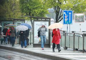 Počasí neoslní ani po zbytek května. Přijdou ranní mrazíky.