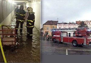 Přívalové deště zatopily sklepy. Museli zasahovat hasiči.