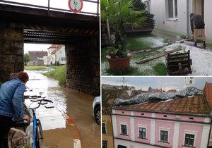 Bouře s přívalovým deštěm, krupobitím a vichřicí zdevastovala Strážnici na Hodonínsku.