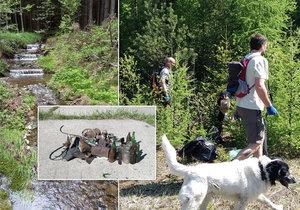 Dobrovolníci vynesli z brdských lesů přes tunu odpadu.