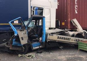 Hrůzná nehoda na D1: Dodávku sešrotovaly kamiony, řidič je v kritickém stavu