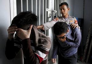 Policie v Indonésii zřídila speciální jednotku na boj s homosexualitou. K zatýkání gayů ale již dříve docházelo.