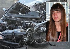 Takhle po nehodě dopadl peugeot, ve kterém zemřeli rodiče čtyř dětí. Jedno z nich utrpělo těžké zranění. Ukrajinka Maria soud proplakala, všeho litovala. Dostala podmínku.