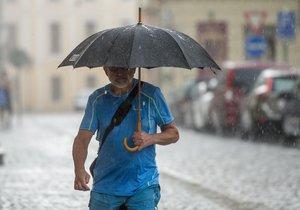 Bude nadprůměrně pršet, odhadují meteorologové.