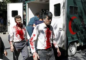 Počet mrtvých kábulského atentátu se zvedl na 150.