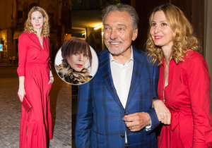 Krvavě červené šaty Ivany Gottové očima Františky