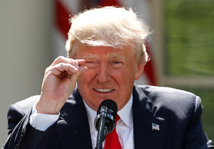 """""""Psychopat, který jde ve stopách Hitlera!"""" Média KLDR útočí na Trumpa"""