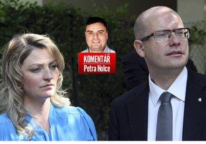 Premiér Bohuslav Sobotka (ČSSD) s manželkou Olgou jdou od sebe.