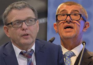 Šéf ANO Andrej Babiš (vpravo) se může těšit na volební výhru, volební lídr ČSSD Lubomír Zaorálek bude rád za druhé místo, tvrdí další průzkum.