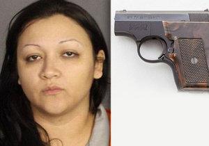 Žena, která si schovala do vaginy zbraň, vyvázla s podmínkou.