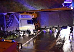 Na 18. kilometru havaroval kamion ve směru na letiště. Tento směr je úplně uzavřen.