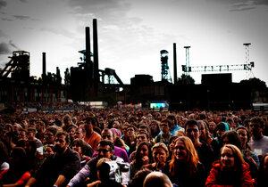 Colours of Ostrava každoročně navštíví tisíce lidí, letos pořadatelé zvyšují bezpečnostní opatření.