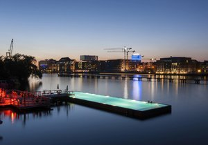 Takto vypadá plovoucí bazén na řece v Berlíně.