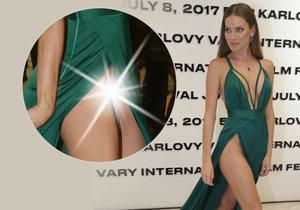 Andrea Verešová se už za kalhotky nestydí.