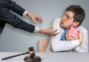 Dlužníci si už nemohou sami sepsat návrhy na oddlužení. Tahle pravomoc teď náleží například advokátům, notářům či exekutorům.