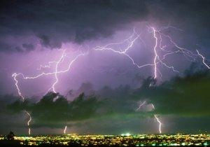 Po tropech přijdou bouřky a kroupy.