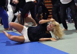 Eva na tréninku bojovníků
