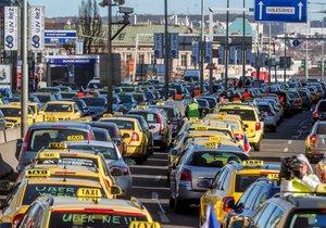 blokáda Asociace koncesionářů v taxislužbě (AKT)