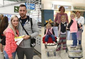 Češi se od odletu do Hurghady odradit nenechali. Na snímku zleva Jana Sedláčková (24), Radek Šolc (27) a Libuše Javorská (72) s rodinou.
