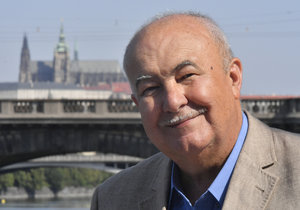 Petr Hannig bude kandidovat na prezidenta.