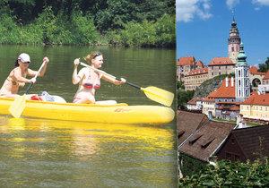 Do Krumlova jen za poplatek a slušně oblečení: Městu vadí davy turistů a vodáků.