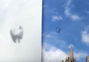 Podivuhodný létající objekt nad Anglií! Je to UFO?