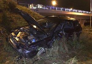 Auto vyletělo z Jižní spojky, dopadlo na Rabakovskou ulici.