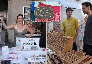 Prodejci z Dyzajn marketu: Bára nabízí ručně vyráběná mýdla, Petr dřevěné šperky