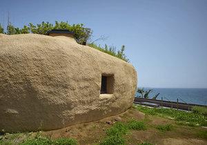 Domov jako jeskyně s výhledem na oceán