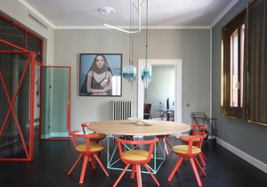 Skleněné prvky dodají interiéru lehkost