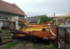 V Bohuslavicích vichr poškodil až 80 domů, škody v milionech